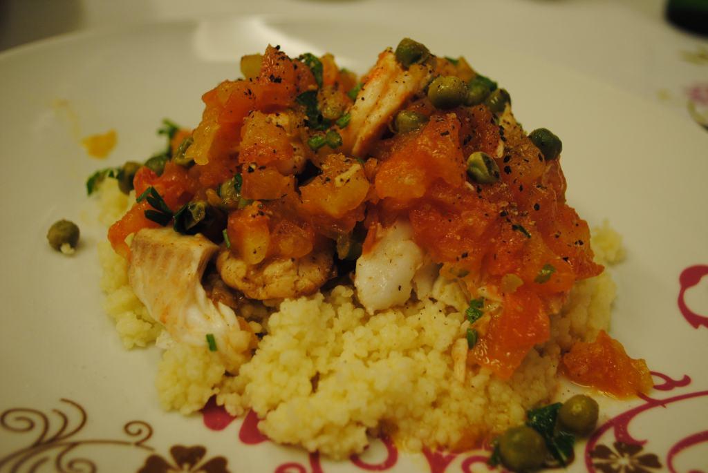 Filé de tilápia ao molho de camarão com cuscuz marroquino