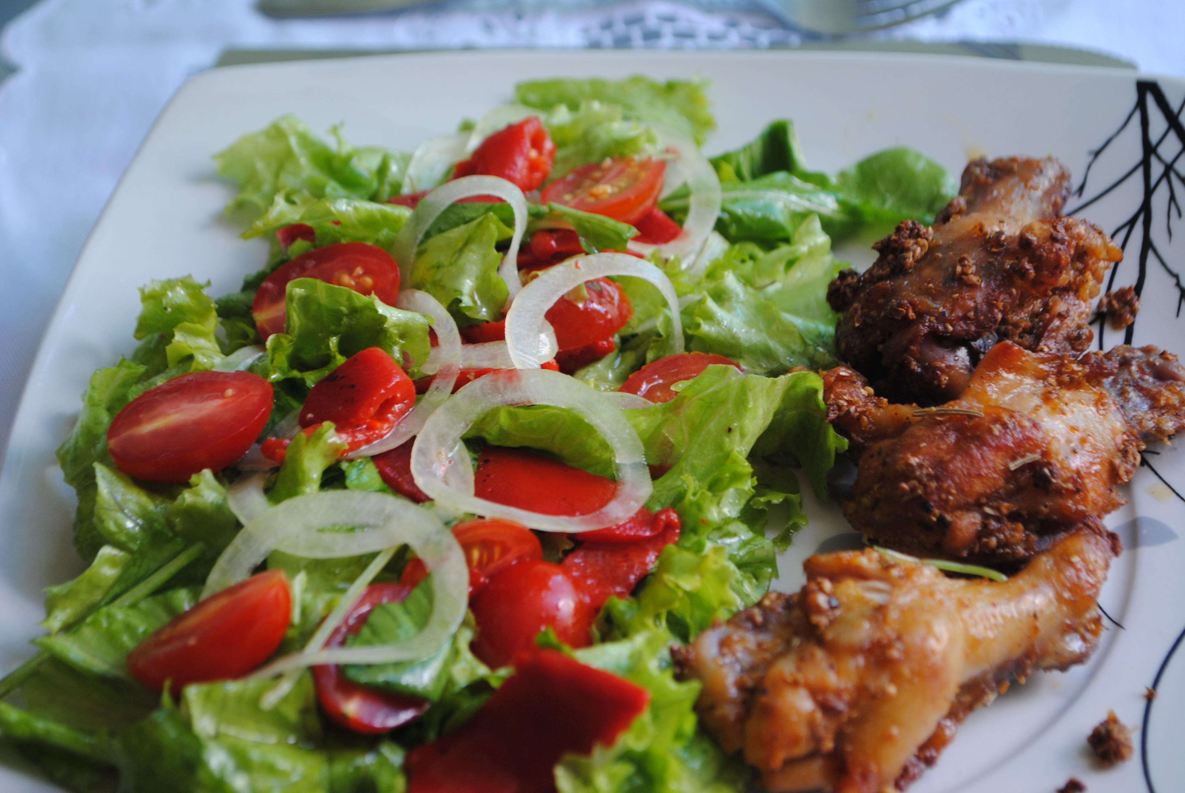 Resultado de imagem para comida com salada